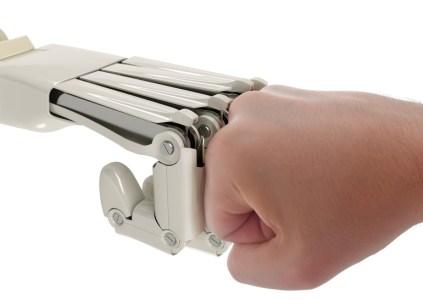 Foxconn сократила 60 тыс. сотрудников и заменила их роботами