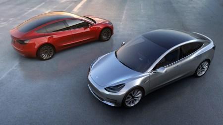 Количество предзаказов Tesla Model 3 уменьшилось на 12 тысяч: 8 тыс. покупателей отменили заявки, еще 4 тыс. оказались дублями (но осталось еще 373 тыс.)