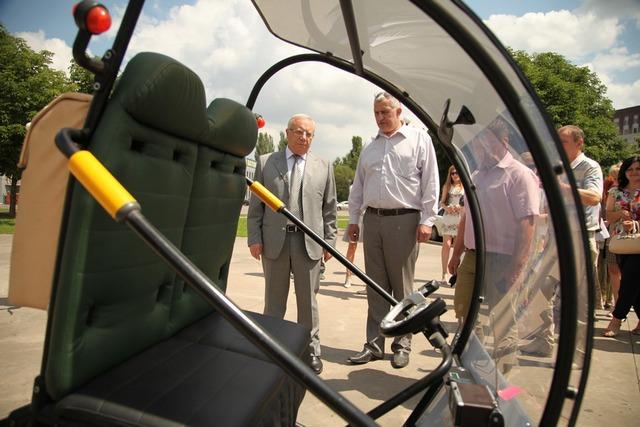 В Кривом Роге представили самодельный компактный электромобиль «Шмель»