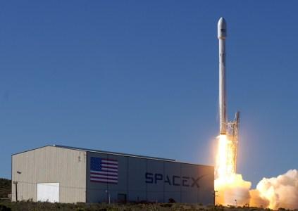 SpaceX запустила ракету Falcon 9 с двумя спутниками на борту, но не смогла успешно приземлить первую ступень ракеты