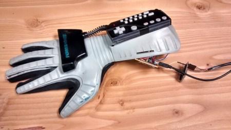 Видео дня: управление дроном при помощи контроллера-перчатки Nintendo Power Glove