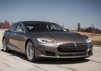 Илон Маск заявил, что электромобиль Model S может неплохо плавать
