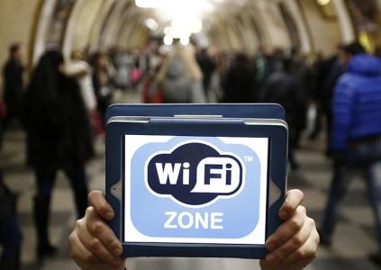 В Киеве на 11 станциях метро заработал бесплатный Wi-Fi