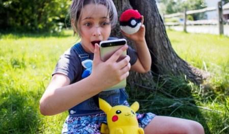 Во внезапно ставшей популярной AR-игре Pokemon Go можно будет торговать монстрами