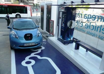 Через 4 года в Великобритании будет больше публичных зарядок для электромобилей, чем бензиновых автозаправок