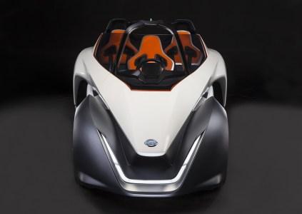 Nissan представила треугольный электроболид BladeGlider с дрифт-режимом и фургон e-NV200 на твердооксидных топливных элементах