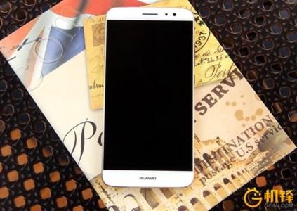 Huawei анонсировала смартфон Huawei G9 Plus в двух версиях