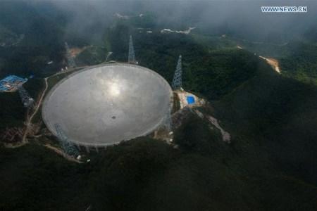 В Китае введен в строй крупнейший в мире радиотелескоп FAST площадью 30 футбольных полей