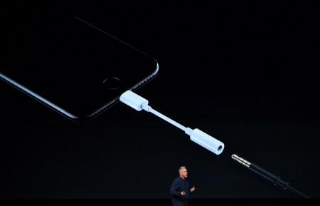 Сотрудники Apple утверждают, что iPhone 8 получит безрамочный экран со встроенной виртуальной кнопкой Home