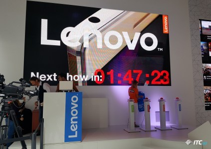 Lenovo на [IFA 2016]: первый взгляд на Yoga Book, Moto Z Play, Hasselblad True Zoom и остальные новинки