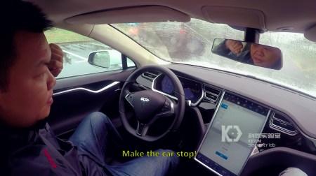 Хакеры удаленно захватили контроль над движущимся электромобилем Tesla Model S