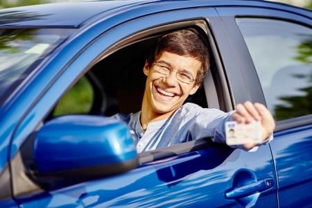 С ноября 2017 года в Украине будут выдавать новые водительские права европейского образца с электронным чипом