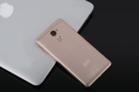 Смартфон Elephone C1 при цене $120 предлагает 5,5″ экран HD, 64-разрядную SoC MediaTek MT6737 и сканер отпечатков пальцев