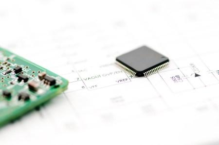 «Спасти закон Мура»: создан транзистор с затвором длиной всего 1 нм