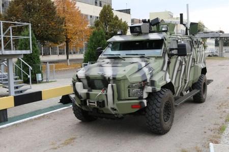 Перший український безпілотний автомобіль КрАЗ-Спартан може керуватися за допомогою планшета, «розумної» рукавички» або операторської станції [фото, відео]