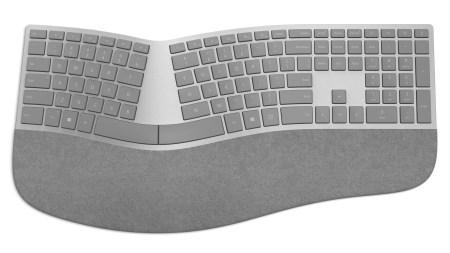 Беспроводная клавиатура Microsoft Surface Ergonomic Keyboard имеет эргономичную форму с разделенным буквенным блоком и «замшевую» подставку для кистей рук