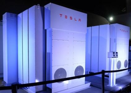 Системы резервного питания Tesla Powerpack второго поколения характеризуются удвоенной энергетической плотностью