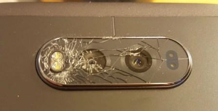 Стеклянная панель основной камеры смартфона LG V20 может самопроизвольно потрескаться