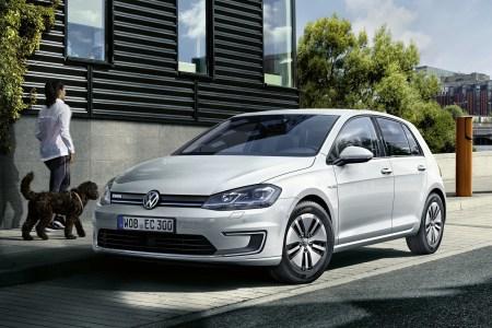 Электромобиль Volkswagen e-Golf 2017-го модельного года получил более мощный двигатель и емкую батарею