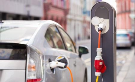 Киевская компания начала выпускать мощные зарядные станции (75 кВт) для электромобилей