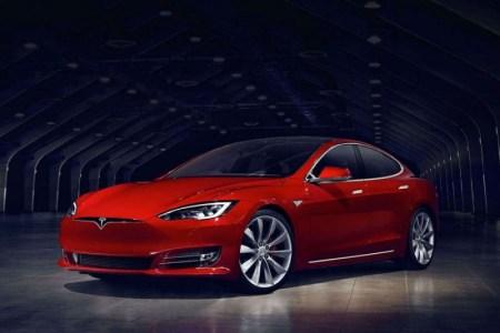 Электромобили Tesla Model S P100D и Model X P100D станут еще динамичнее после декабрьского обновления прошивки