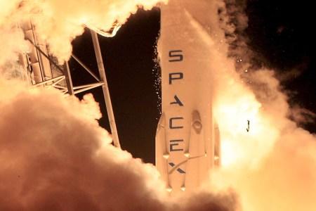 SpaceX отложила свое возвращение к запускам до начала следующего года