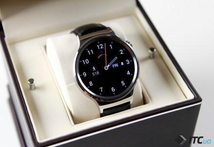 Google выпустит две версии флагманских умных часов в начале следующего года