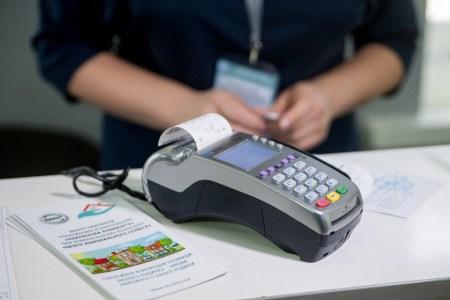 В киевских «Центрах коммунального сервиса» начали устанавливать POS-терминалы для оплаты коммунальных услуг с помощью платежных карт