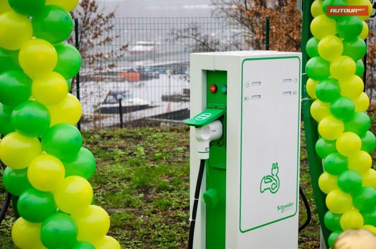 В 2017 году сеть автозаправок WOG установит в Украине 300 зарядных станций для электромобилей, 30 из которых будут скоростными (Supercharge)