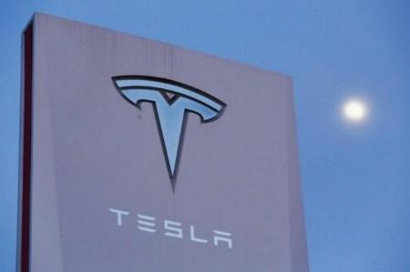 В Калифорнии на Tesla Motors подали в суд за якобы самопроизвольный разгон Model X