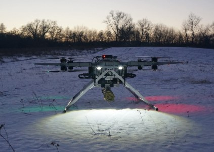 «2 двигателя внутреннего сгорания, 2 генератора и 4 пары электродвигателей»: Разработчики из Matrix-UAV рассказали подробности о гибридном беспилотнике «Командор», способном на 5 часов полета на расстояние до 300 км