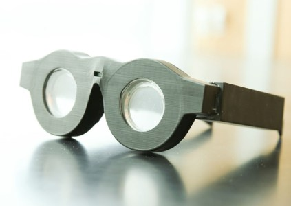 Разработаны умные очки, способные автоматически фокусироваться на тех предметах, на которые смотрит пользователь