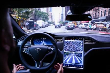 Tesla подала в суд на бывшего руководителя проекта Autopilot за кражу технологических секретов и переманивание ее сотрудников