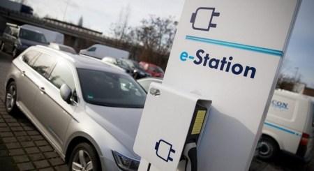Германия выделит 300 млн евро на установку 15 тыс. новых станций зарядки для электромобилей. И все они будут «зелеными»