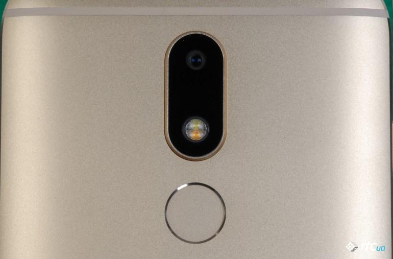Обзор смартфона Moto M