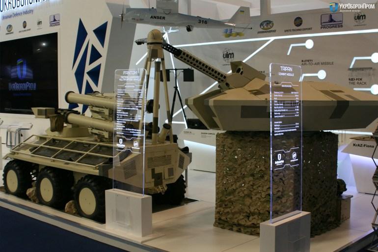 """Укроборонпром представил обновленную версию беспилотного минибронетранспортера """"Фантом"""" с высокоточным противотанковым ракетным комплексом"""