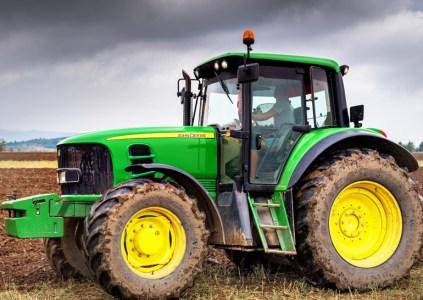 Украинские хакеры помогают американским фермерам взламывать тракторы John Deere