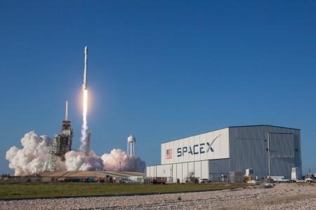 SpaceX впервые запустила и посадила ранее летавшую первую ступень ракеты Falcon 9