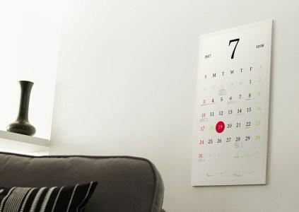 Японский дизайнер создал умный календарь Magic Calendar на основе цветной электронной бумаги (в настенном и настольном вариантах)