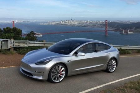 Илон Маск опубликовал короткое видео с электромобилем Tesla Model 3 и ответил на вопросы по срокам и модификациям