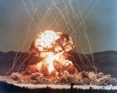 Посмотрите эти рассекреченные видео ядерных испытаний в США