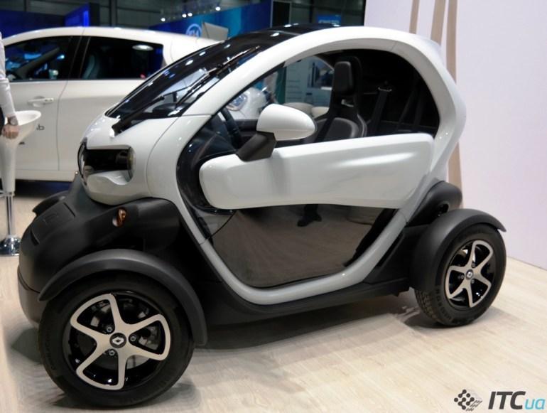 """""""Renault Украина"""" начнет продавать электромобили в октябре 2017 года, а в апреле отправит Renault ZOE в тур по городам Украины для оценки готовности инфраструктуры"""