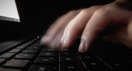 Украинский хакер приговорён в США к 2,5 годам тюрьмы за кражу пресс-релизов
