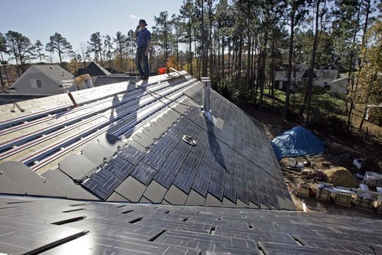 Tesla открыла прием предзаказов на «солнечные крыши» Solar Roof и впервые рассказала о ценах