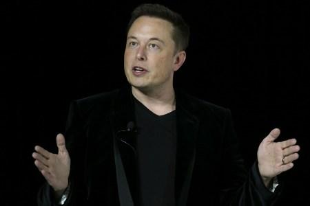 Помогите Илону Маску придумать название для его туннельной бурильной машины