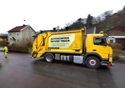 Volvo и Renova начали испытания беспилотных грузовиков для вывоза мусора