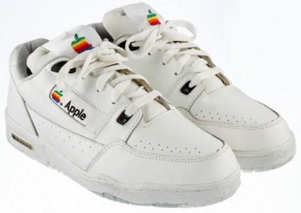 Винтажные кроссовки Apple пустят с молотка, стартовая цена — $15 тыс.