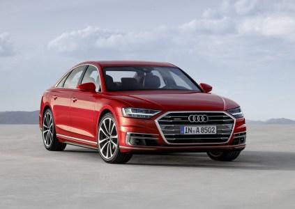 Обновленный флагманский седан Audi A8 получил систему беспилотного вождения третьего уровня, цифровую приборную панель и умную пневмоподвеску, способную автоматически «перепрыгивать» ямы на дороге