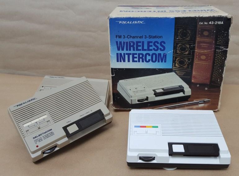 Энтузиаст переделал интерком 1986 года выпуска в аналог умной колонки Google Home