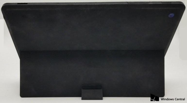 Опубликованы живые фотографии отмененного планшета Microsoft Surface Mini